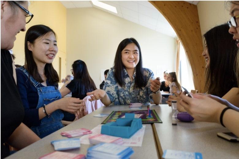 École CIDEF - Etudiants en groupe