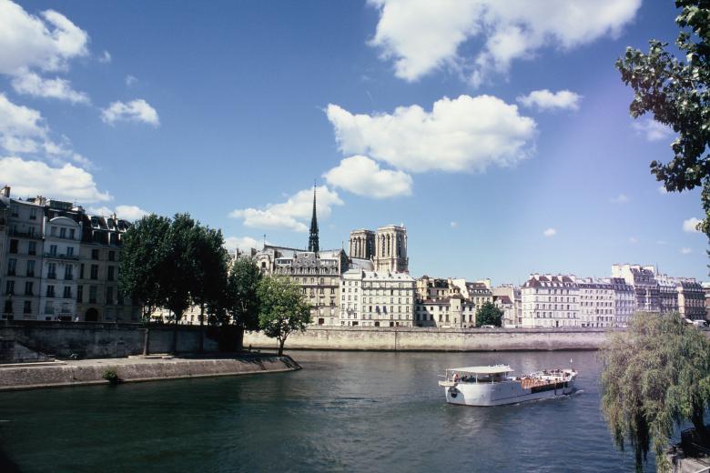 École Suisse de Paris - Notre-Dame de Paris vue de la Seine