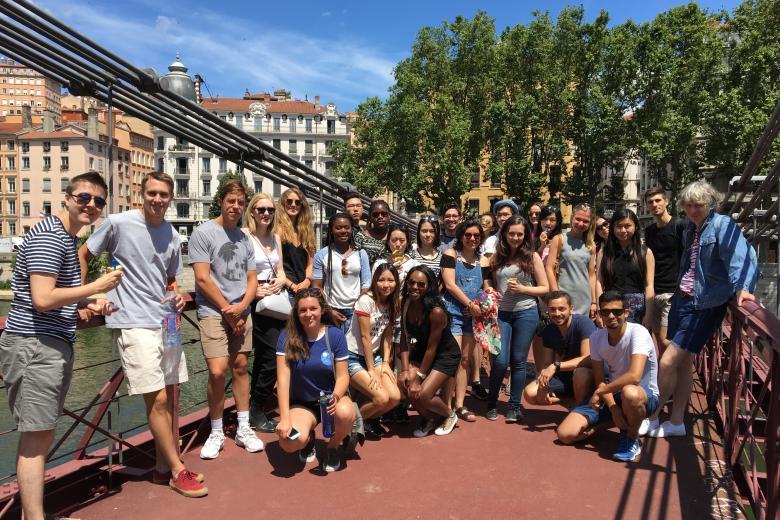 École ILCF - Groupe en visite dans le Vieux-Lyon