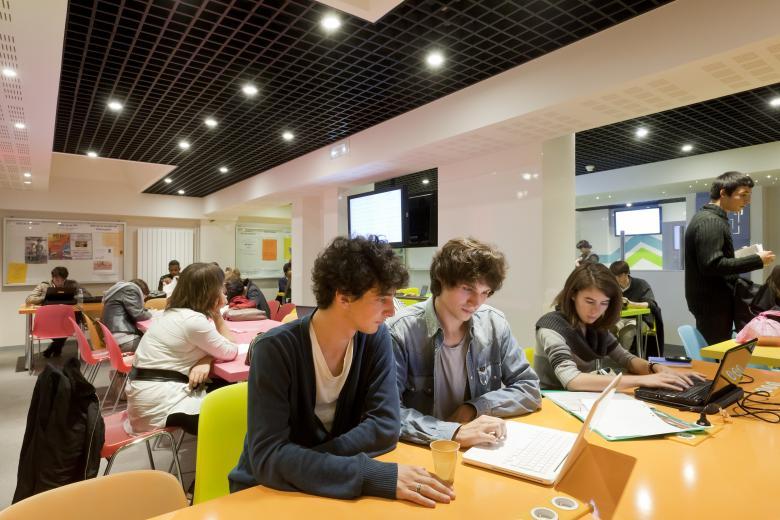 ILCF Institut Catholique de Paris - Le foyer des étudiants