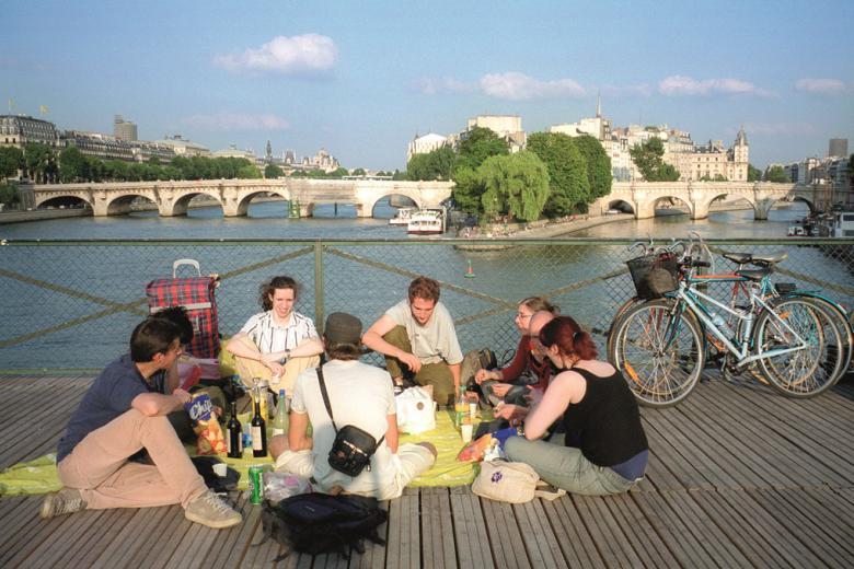 ILCF Institut Catholique de Paris - Pique nique sur le pont des Arts