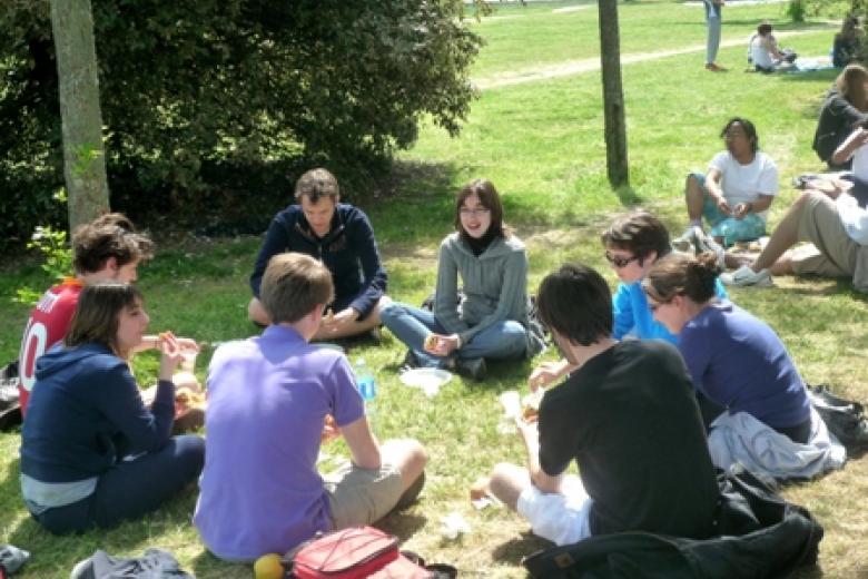 IULCF Toulouse - Étudiants à l'extérieur